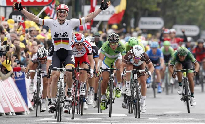Greipel-celebra-primera-victoria-sprint-Tour